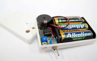 Конструкция сигнализатора открытой двери холодильника